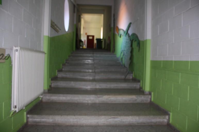 Passadissos amb parets acabades de pintar